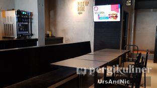 Foto 7 - Interior di Flip Burger oleh UrsAndNic