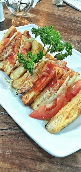 Foto 20 - Makanan di PLUIE Cafe & Resto oleh duocicip