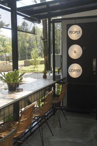 Foto 7 - Interior di Popolo Coffee oleh yudistira ishak abrar