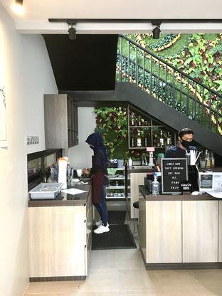 Foto 6 - Interior di Likely Cafe & Resto oleh Prido ZH