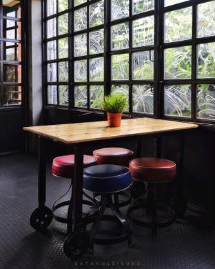 Foto 9 - Interior di Seven Grams Coffee & Eatery oleh Eat and Leisure
