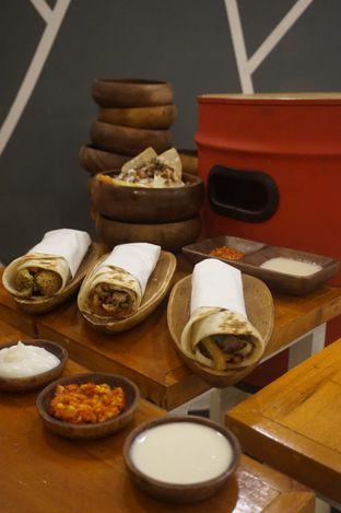 Foto 15 - Makanan di Emado's Shawarma oleh yudistira ishak abrar