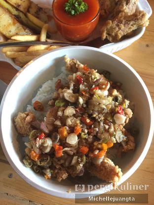Foto 2 - Makanan(Ayam Sambal Matah) di Titik Kumpul Coffee & Eatery oleh Michelle Juangta