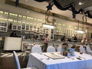 Foto 1 - Interior di Wyl's Kitchen - Veranda Hotel Pakubuwono oleh FebTasty  (Feb & Mora)