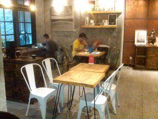 Foto 8 - Interior di Watt Coffee oleh Renodaneswara @caesarinodswr