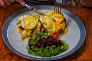 Foto 2 - Makanan(Egg Benedict) di Jardin oleh Fadhlur Rohman