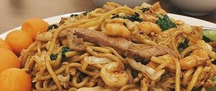 Foto - Makanan(The salty and shabby fried noodle) di Central Restaurant oleh Jimmy Limawan