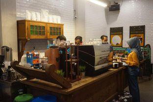 Foto 9 - Interior di Ragil Coffee & Roastery oleh yudistira ishak abrar