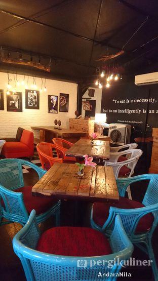 Foto 7 - Interior di Reunion (Qubik Caffe) oleh AndaraNila