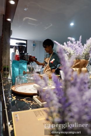 Foto 5 - Interior di Hidden Haus Coffee & Tea oleh dinny mayangsari