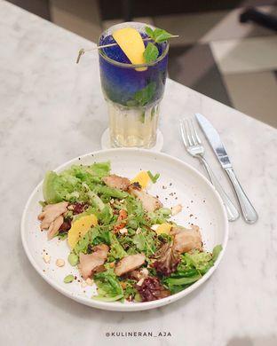 Foto 1 - Makanan(Sensoytional Chicken Salad) di Bakerzin oleh @kulineran_aja