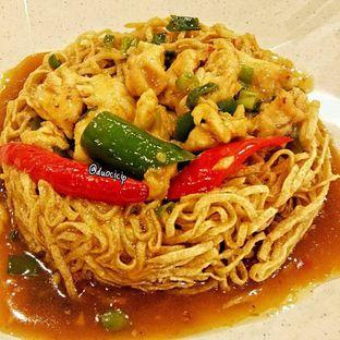 Foto 5 - Makanan(Yi Fu Mi Ayam Cah Cabai) di Bakmi GM oleh duocicip