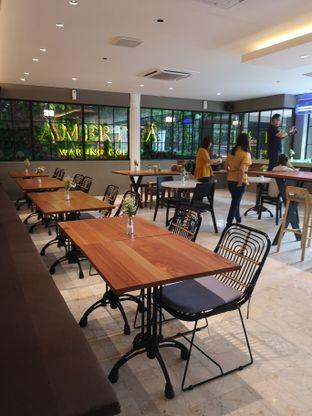 Foto 3 - Interior di Amertha Warung Coffee oleh om doyanjajan