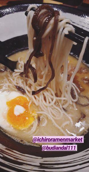 Foto 2 - Makanan di Universal Noodle Ichiro Ramen Market oleh Makan2 TV Food & Travel