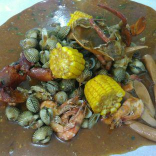 Foto 2 - Makanan(Mix Perang Kerang 5) di Perang Kerang - Barbarian Seafood House Restaurant oleh Rahmi Febriani
