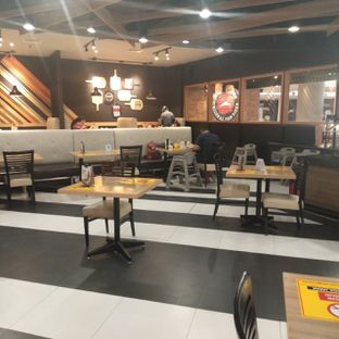 Foto 13 - Interior di Pizza Hut oleh felita [@duocicip]