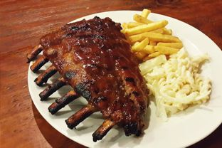 Foto 2 - Makanan(Honey Baby Back Ribs) di Meaters oleh Claudia @grownnotborn.id
