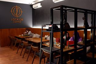 Foto 6 - Interior di Lock On Coffee oleh yudistira ishak abrar