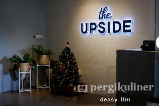 Foto 13 - Interior di The Upside oleh Deasy Lim