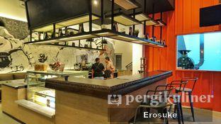 Foto 4 - Interior di Coffeedential Roastery & Dessert oleh Erosuke @_erosuke