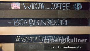 Foto 18 - Interior di Widstik Coffee oleh Jakartarandomeats