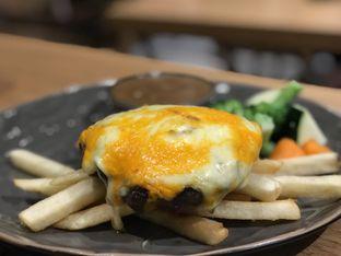 Foto 3 - Makanan(Melted hamburg) di The Larder at 55 oleh Tsuty