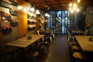Foto 10 - Interior di De Cafe Rooftop Garden oleh eatwerks