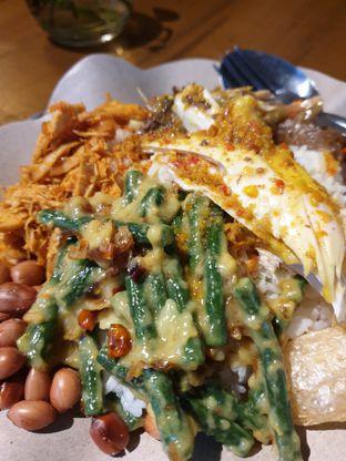 Foto 1 - Makanan(Nasi Campur Khas Bali) di Locaahands oleh Henny Adriani