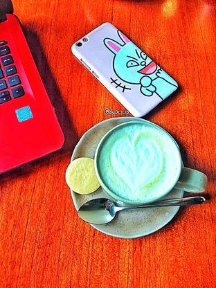 Foto 29 - Makanan(Avocado latte ) di Convivium oleh duocicip