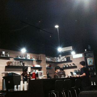 Foto 1 - Interior di Dailydose Coffee & Eatery oleh Naluri Ragita