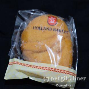 Foto 4 - Makanan di Holland Bakery oleh Darsehsri Handayani