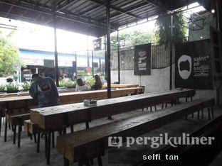 Foto 4 - Interior di Saint Ali Sadjili Coffee oleh Selfi Tan