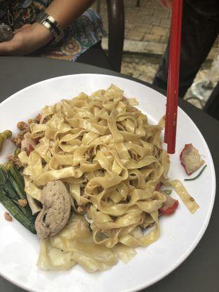 Foto 2 - Makanan di A Paw Noodle House oleh Nanakoot