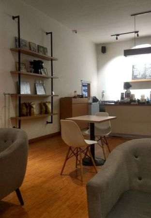 Foto 4 - Interior di Coffee Motion oleh Renodaneswara @caesarinodswr