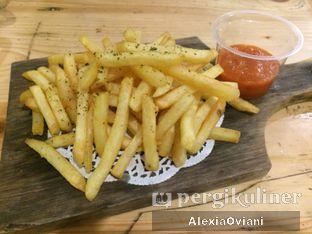 Foto 1 - Makanan(French Fries) di Pisang Kopi Molek oleh @gakenyangkenyang - AlexiaOviani