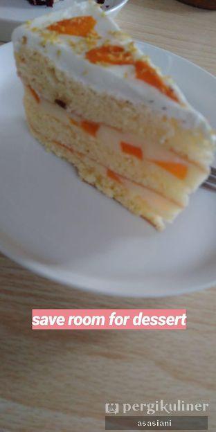 Foto 2 - Makanan(Peach yogurt cake) di Temanlama oleh Asasiani Senny