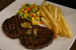 Foto 2 - Makanan(super prime tenderloin 150 gram) di Steak 21 oleh Agung prasetyo