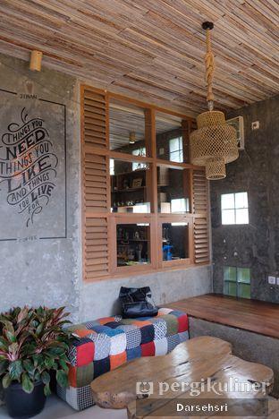 Foto 9 - Interior di Jiwan Coffee & Things oleh Darsehsri Handayani
