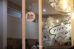 Foto 2 - Interior di Pivot Coffee oleh Ana Farkhana
