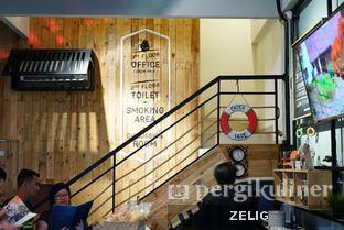 Foto 8 - Interior di Westport Coffee House oleh @teddyzelig