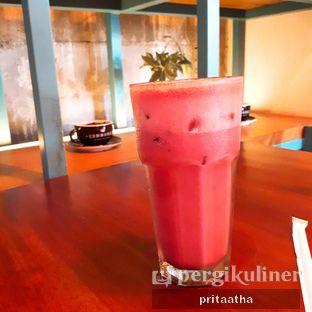 Foto 1 - Makanan(Ice Red Velvet Latte) di Communal Coffee & Eatery oleh Prita Hayuning Dias
