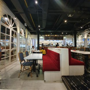 Foto 3 - Interior di Nosh Kitchen oleh Naomi Suryabudhi