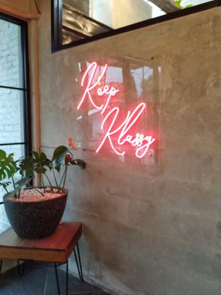 Foto 10 - Interior di Klasik Coffee oleh yeli nurlena