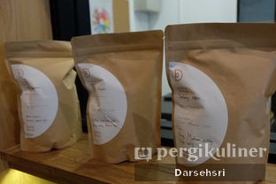 Foto 4 - Interior di Doma Dona Coffee oleh Darsehsri Handayani