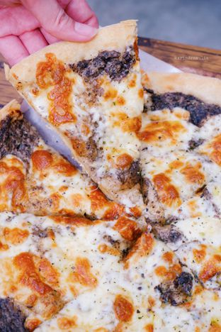 Foto 1 - Makanan di Sliced Pizzeria oleh Indra Mulia