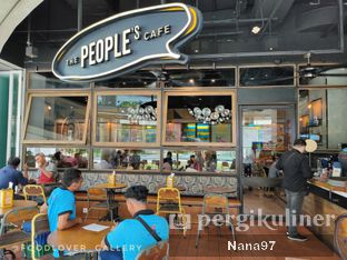 Foto 5 - Interior di The People's Cafe oleh Nana (IG: @foodlover_gallery)