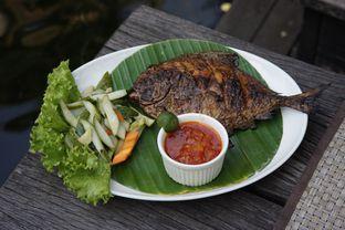Foto 1 - Makanan(Bawal Bakar) di Atmosphere oleh Fadhlur Rohman