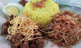 Nasi Kuning Luwuk