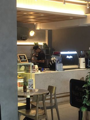 Foto 13 - Interior di Phos Coffee & Eatery oleh Prido ZH