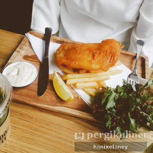 Foto 2 - Makanan(Fish and Chips) di The Larder at 55 oleh Fakhrana Hanifati